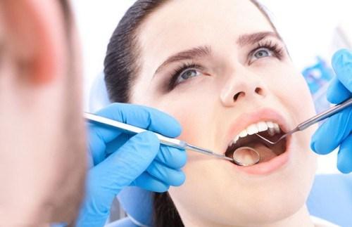 bọc răng sứ có đau không 2