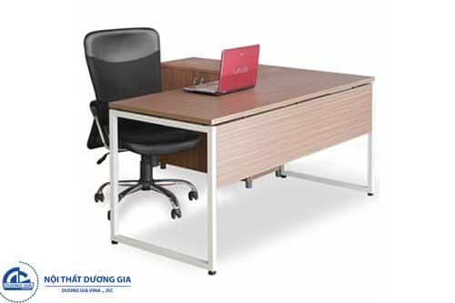 Bật mí 4 yếu tố quan trọng cần nắm rõ khi mua bàn Giám đốc